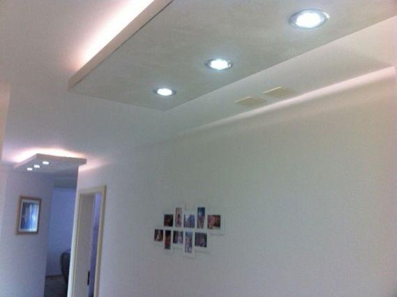 Velette luminose in cartongesso resine design for Parete attrezzata cornice sospesa